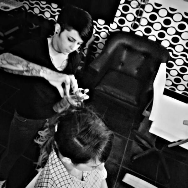 Vintage peluquer a direcci n y tel fono de vintage for Bano keratina en casa